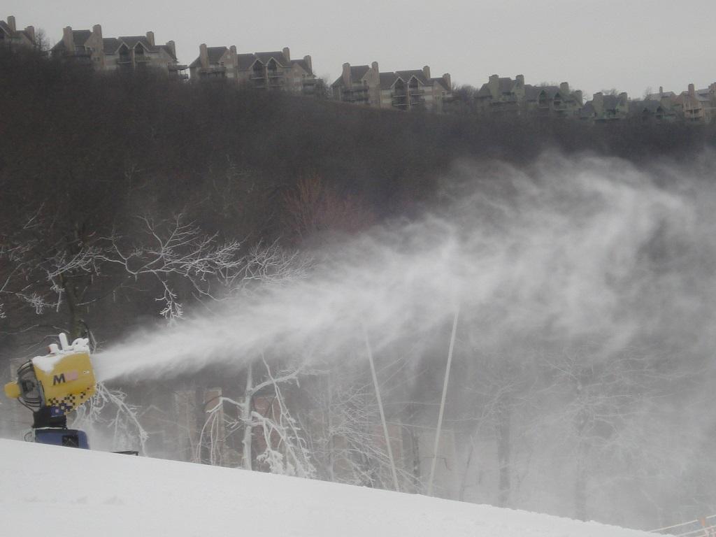 snow-near-fenton-inn